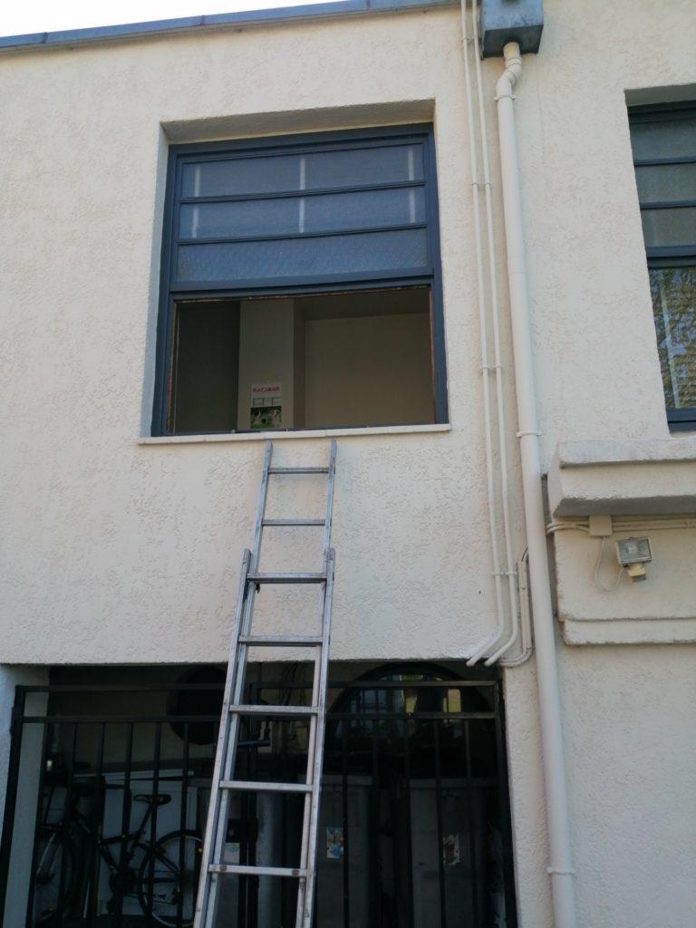Intervention sur une vitre en hauteur